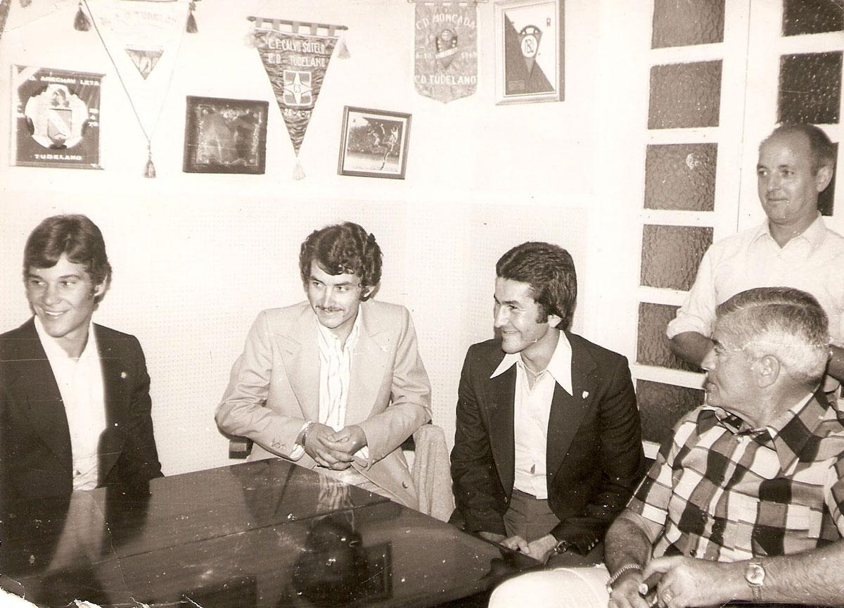 Imagen tomada en la sala de juntas del club deportivo Tudelano. De izquierda a derecha: Pérez, Chicho, Nato y Rosendo Hernández. Año 1973